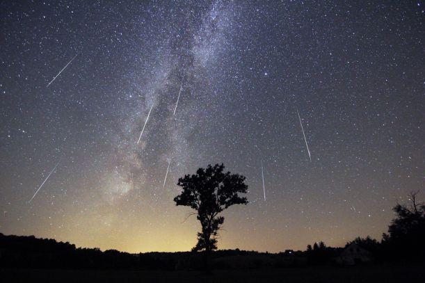 Sprinter da las claves para pasar una noche de acampada viendo la luz de las Perseidas