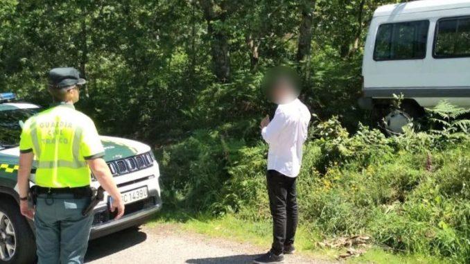 Detenido un joven tras intentar arrollar a agentes que le dieron el alto al ver que conducía sin cinturón en Gondomar (Pontevedra). - GUARDIA CIVIL