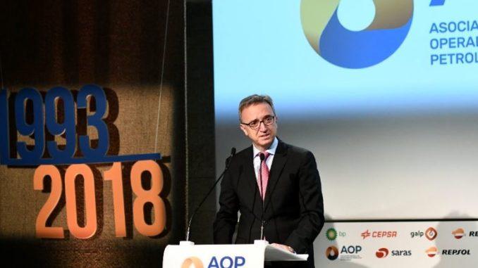 El presidente de AOP, Luis Aires, interviene durante el acto del 25º aniversario de la Asociación Española de Operadores de Productos Petrolíferos. - Oscar del Pozo - Europa Press - Archivo