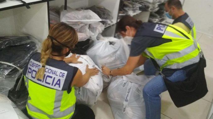Incautados más de 800 productos falsificados de marcas en un polígono de Málaga,