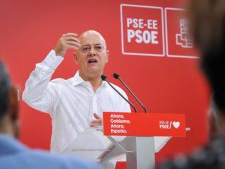 """Elorza cree que Felipe VI debería pedir al Gobierno que retire el título vitalicio a su padre """"para sostener la Corona"""","""