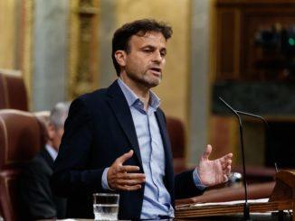 """Unidas Podemos quiere que Felipe VI y Carmen Calvo comparezcan en el Congreso y expliquen la """"huída"""" del Rey emérito,"""