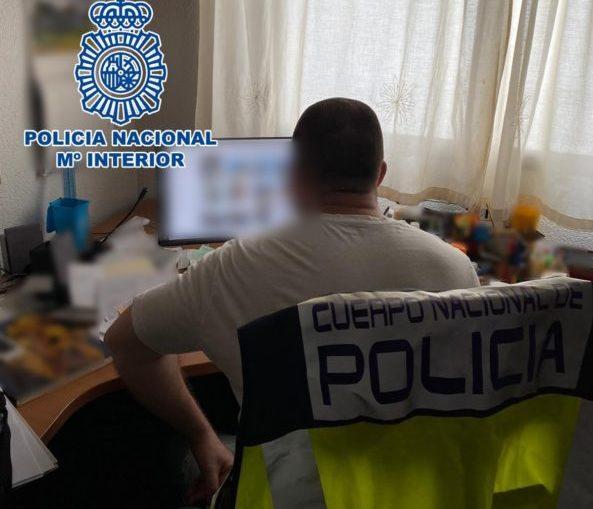 Detienen a un hombre en Alicante por, supuestamente, hacer fotos de menores  desnudos en la playa,
