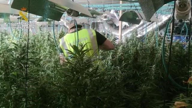 Desarticulada en Tarragona una red dedicada al narcotráfico que escondía 200.000 euros en un horno de cocina,