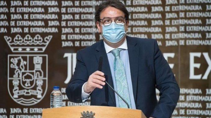 El consejero extremeño de Sanidad, José María Vergeles, en rueda de prensa en Mérida - JUNTA DE EXTREMADURA